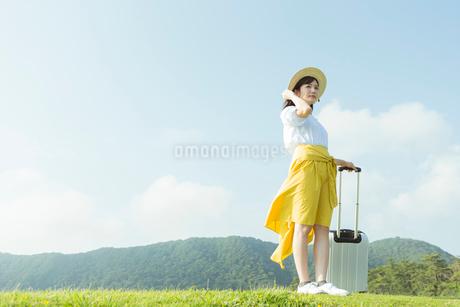 旅行を楽しむ女性の写真素材 [FYI01814670]
