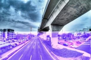 高速道路のある都市風景の写真素材 [FYI01814674]