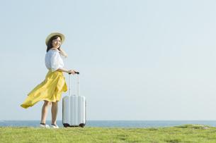 旅行を楽しむ女性の写真素材 [FYI01815096]