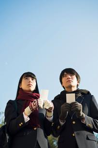 受験票を持つ高校生の男女の写真素材 [FYI01815598]