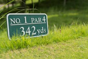 ゴルフコースの案内板の写真素材 [FYI01815645]