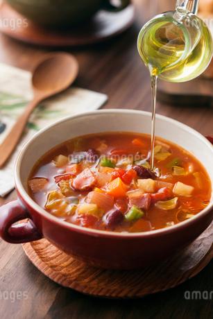 アマニオイル / スープの写真素材 [FYI01815872]