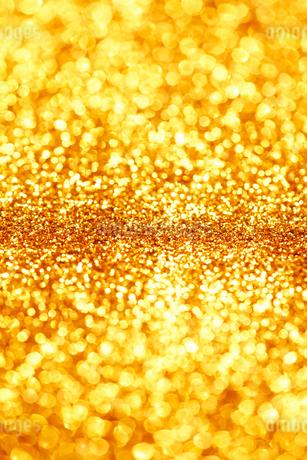 ゴールドのキラキラグリッター背景の写真素材 [FYI01815967]