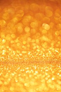 ゴールドのキラキラグリッター背景の写真素材 [FYI01816054]