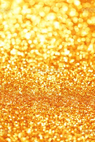 ゴールドのキラキラグリッター背景の写真素材 [FYI01816060]
