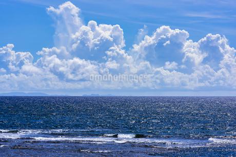 入道雲と海の写真素材 [FYI01816346]