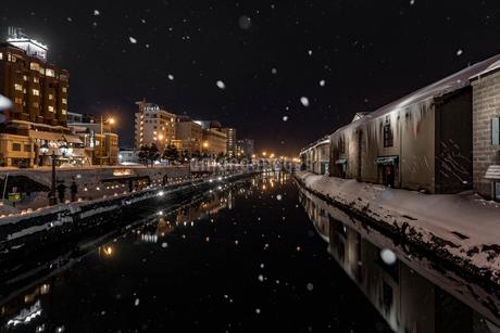 小樽運河 雪あかりの路の写真素材 [FYI01816359]