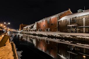小樽運河 雪あかりの路の写真素材 [FYI01816578]