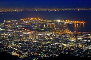 六甲山より望む神戸市街夜景の写真素材 [FYI01816710]
