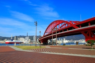 ポートアイランドより神戸大橋と神戸市街を望むの写真素材 [FYI01816797]