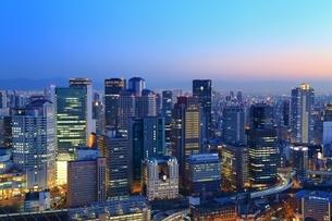 大阪・梅田のビル群夜景の写真素材 [FYI01816813]
