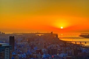 大阪・梅田のビル群と夕日の写真素材 [FYI01816982]