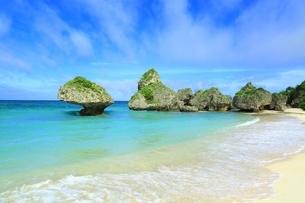 ニライビーチの海の写真素材 [FYI01817031]