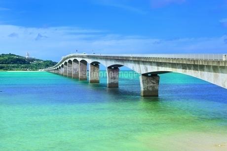 古宇利大橋と古宇利島の写真素材 [FYI01817073]