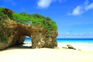砂山ビーチと青い海の写真素材 [FYI01817168]