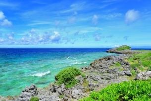 西平安名崎と青い海の写真素材 [FYI01817246]