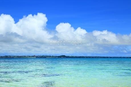 伊良部島と青い海の写真素材 [FYI01817257]