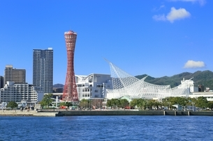 神戸メリケンパークと神戸市街の写真素材 [FYI01817261]