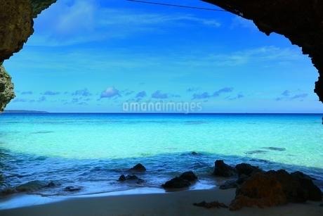 砂山ビーチと青い海の写真素材 [FYI01817283]
