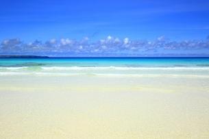 砂山ビーチと青い海の写真素材 [FYI01817372]