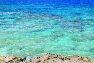 西平安名崎と青い海の写真素材 [FYI01817391]
