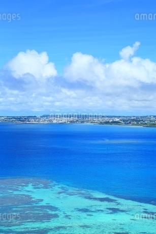 サンゴ礁の海と宮古島の写真素材 [FYI01817408]
