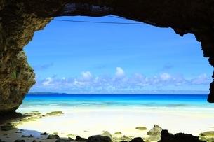 砂山ビーチと青い海の写真素材 [FYI01817423]