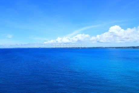 宮古島の青い海の写真素材 [FYI01817788]