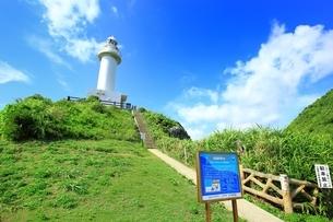 石垣島 御神崎灯台と青い空の写真素材 [FYI01817959]