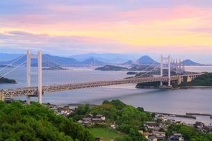 瀬戸大橋夕景の写真素材 [FYI01818189]