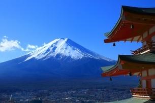 新倉浅間神社より望む富士山の写真素材 [FYI01818309]
