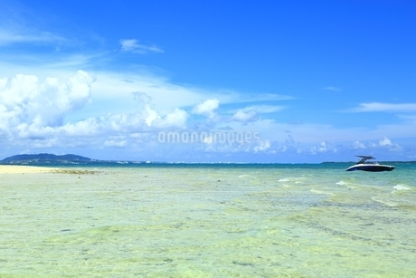 浜島の青い海と夏空の写真素材 [FYI01818605]