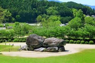 新緑の石舞台古墳の写真素材 [FYI01818632]