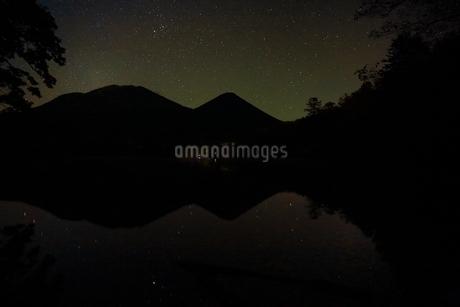 星空のオンネトーの写真素材 [FYI01818882]