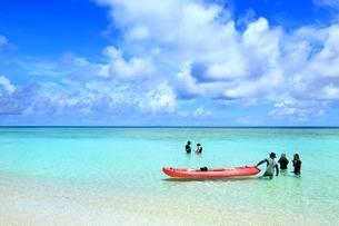波照間島 ニシ浜と青い海の写真素材 [FYI01818948]