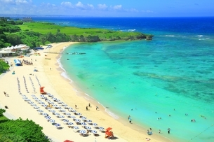 沖縄のニライビーチの写真素材 [FYI01819030]