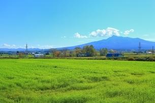 小清水町の田園風景と斜里岳の写真素材 [FYI01819226]