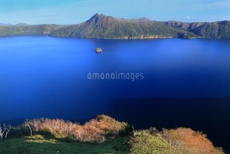 秋の摩周湖の写真素材 [FYI01819297]