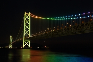 明石海峡大橋ライトアップの写真素材 [FYI01819371]