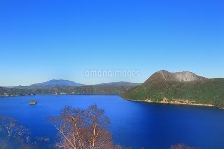 秋の摩周湖の写真素材 [FYI01819406]