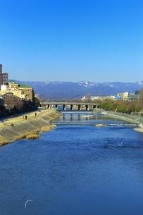 京都 四条大橋から望む鴨川の写真素材 [FYI01819461]