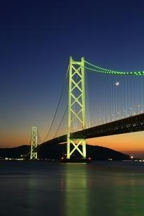 明石海峡大橋ライトアップの写真素材 [FYI01819510]