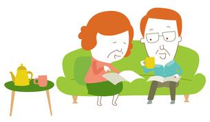 ソファに座ってくつろぎながら計画を立てるシニア夫婦のイラスト素材 [FYI01819675]