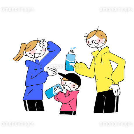 運動をして水分補給する家族のイラスト素材 [FYI01819761]