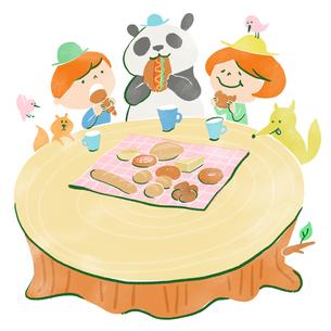 大きな切り株でピクニックをする子供と動物たちのイラスト素材 [FYI01819820]