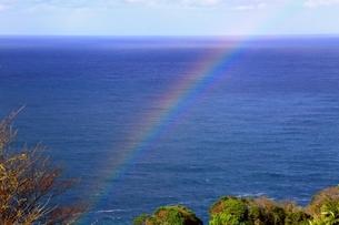 越前海岸と虹の写真素材 [FYI01819830]