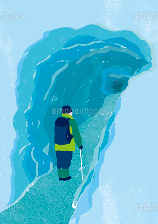 氷の洞窟と男性のイラスト素材 [FYI01819884]