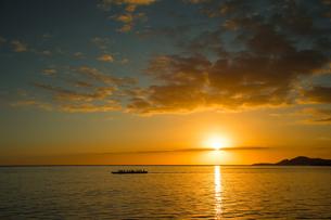 ハワイの夕日の写真素材 [FYI01820037]