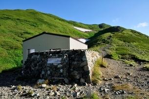 雪倉岳避難小屋の写真素材 [FYI01820181]