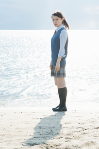 女子高生 海 光の写真素材 [FYI01820215]